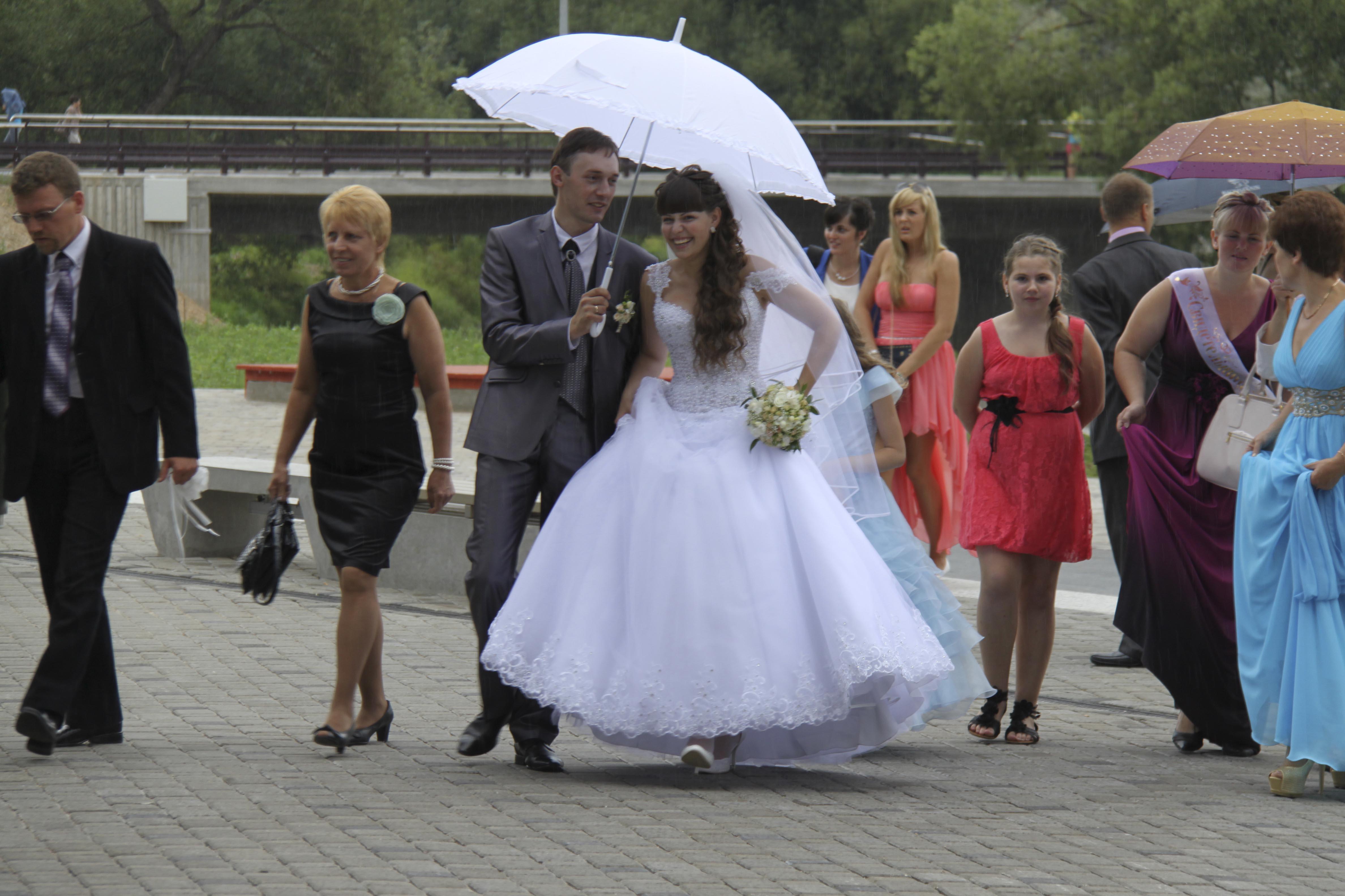Невесту имеют в душе